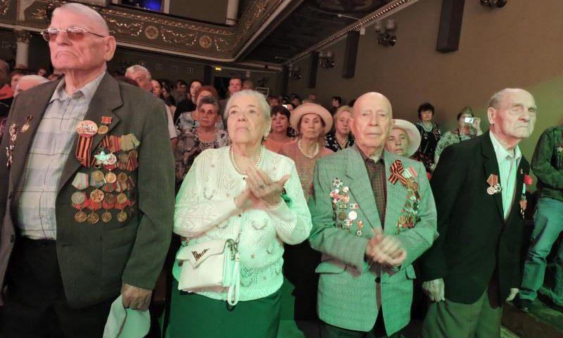 Ветеранов г. Шахты поздравили с 74-ой годовщиной Победы над немецко-фашистскими захватчиками