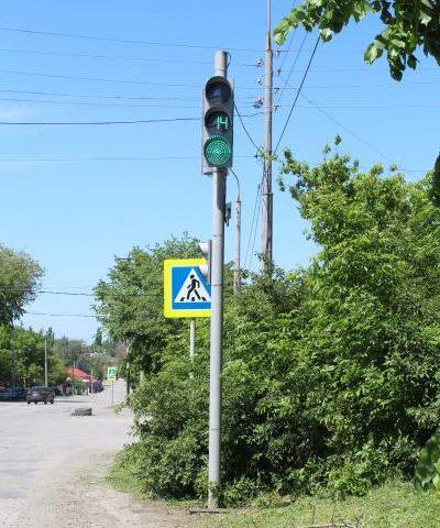 В Шахтах ведется работа по установке новых светофоров