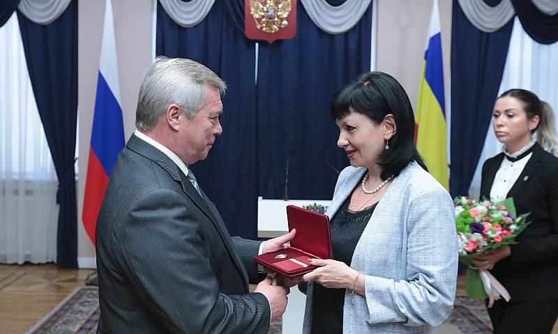 Жителям Ростовской области вручены государственные награды, в их числе представитель г.Шахты