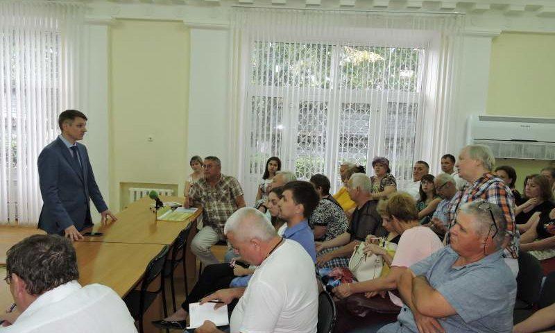 Глава администрации г. Шахты провел очередную встречу с жителями пострадавших домов на ул. Хабарова