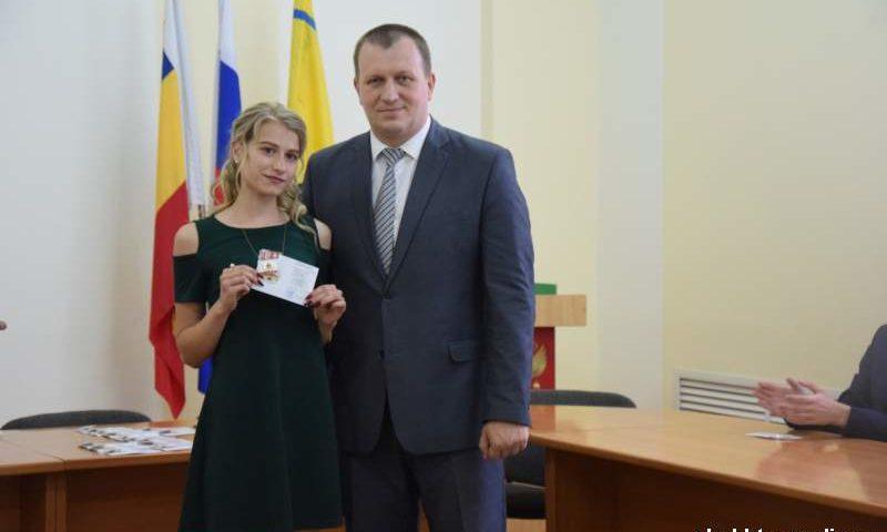 Юные  шахтинцы награждены золотыми знаками  ГТО