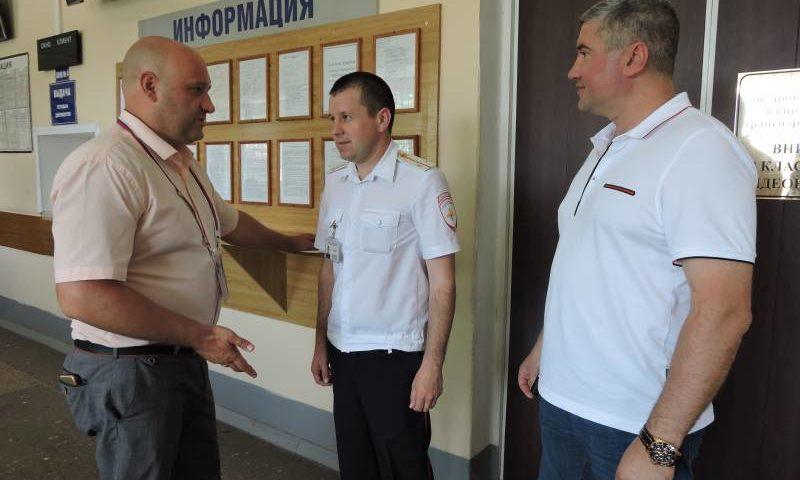 Представители Общественного совета при УМВД России по городу Шахты  провели рейд