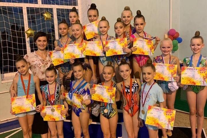 19 медалей разного достоинства завоевали шахтинские гимнастки на турнире «Bаby Cup»
