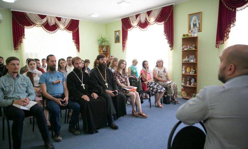 В духовно-просветительском центре при Покровском кафедральном соборе города прошел семинар по информационной работе