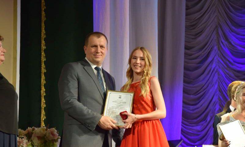 102 шахтинских выпускника награждены золотыми медалями
