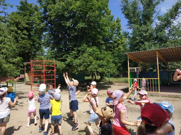 Праздник мыльных пузырей прошел в детском саду №56