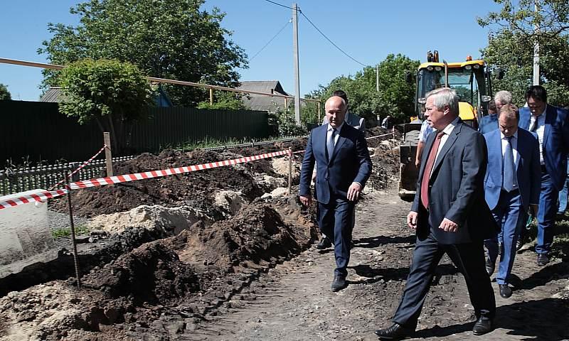 Замену участка водовода в г.Гуково завершат до конца октября