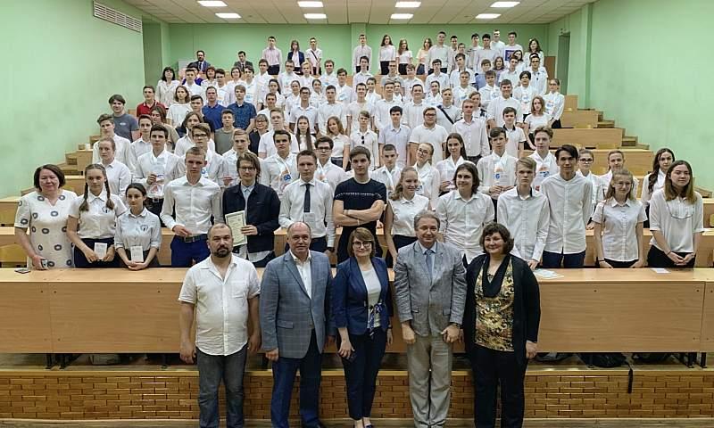 В IT-школах Ростовской области прошел первый выпуск