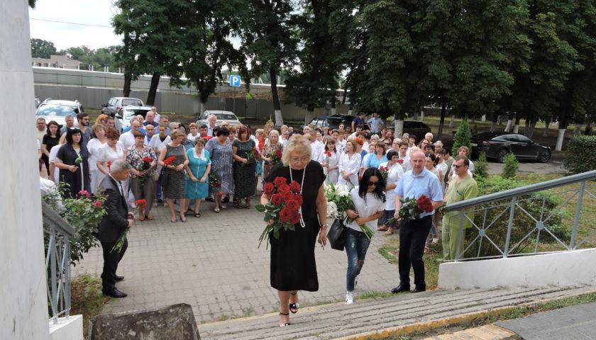 В Шахтах почтили память главного врача (с 2000 по 2018г.) Андрея Рябова