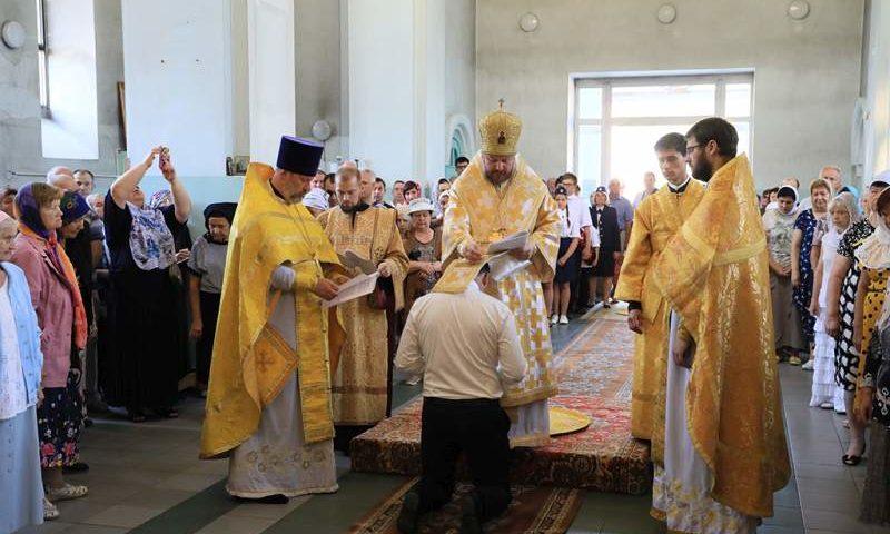 Епископ Симон совершил чин присоединения к Православной Церкви временно от нее отпавшего христианина