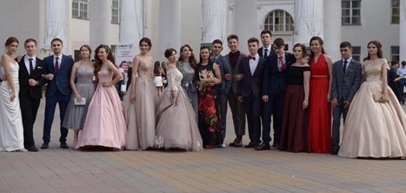 Выпускников лицея №11 чествовали в Шахтинском драматическом театре