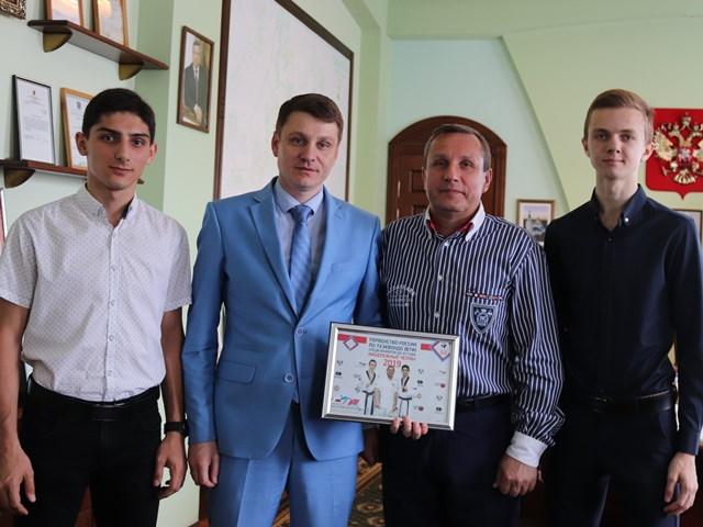 Глава администрации Андрей Ковалев поздравил тхэквондистов с победой