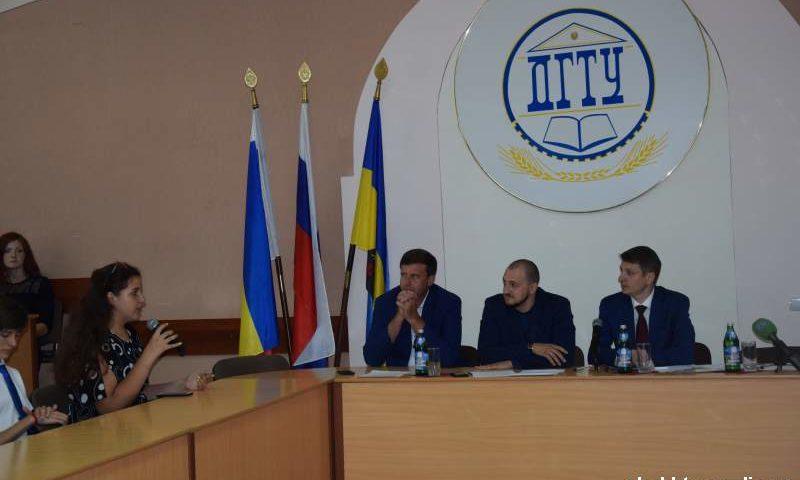 Глава администрации г.Шахты встретился с молодежью