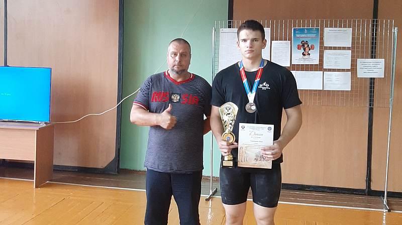Шахтинские спортсмены завоевали серебро и бронзу на спартакиаде учащихся России по тяжелой атлетике