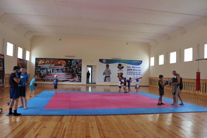 Спортзал – школьникам, спортсменам – Дом физкультуры