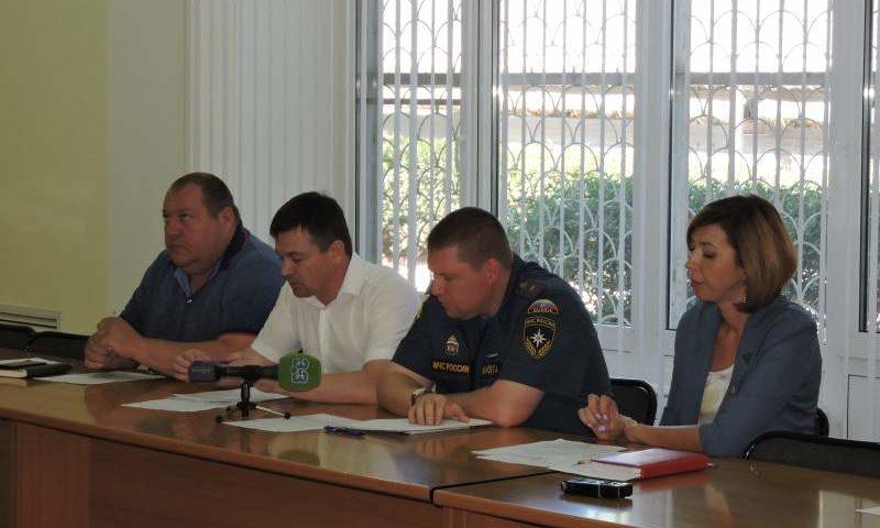На заседании комиссии по предупреждению и ликвидации ЧС и обеспечения ПБ рассмотрели вопрос о противопожарном состоянии школ