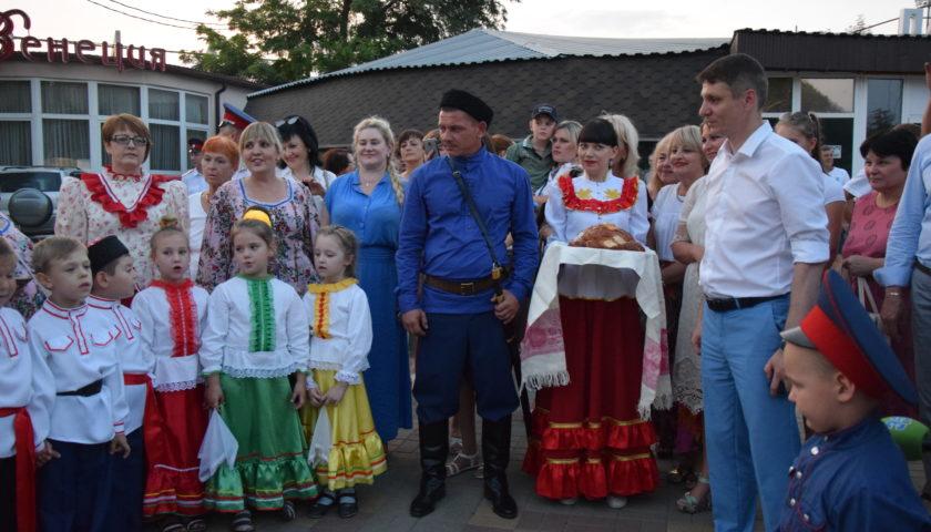 Шахтинцы посмотрели выставку казачьей культуры и быта