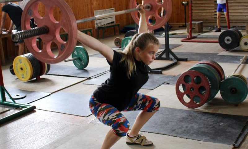 Традиции тяжелой атлетики в г. Шахты продолжают девушки
