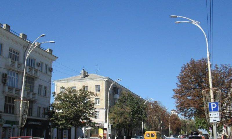 В Шахтах идет замена светильников уличного освещения