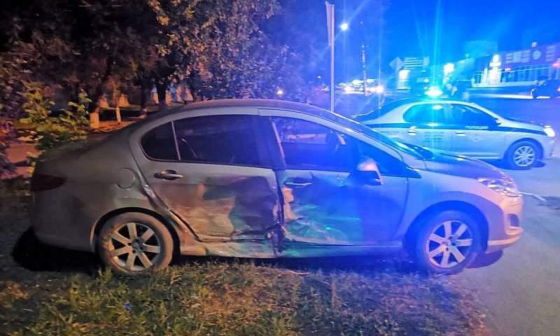 На проспекте Ленинского Комсомола г.Шахты столкнулись два автомобиля