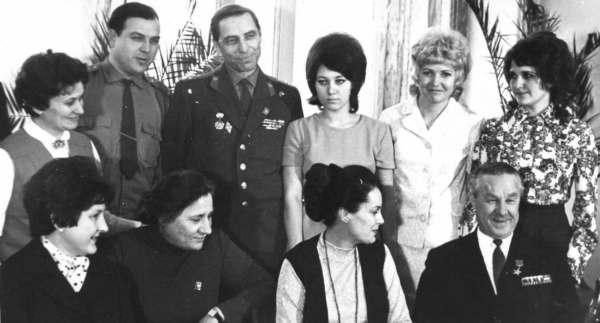 Звезды в Шахтах: Элина Быстрицкая и Зинаида Кириенко