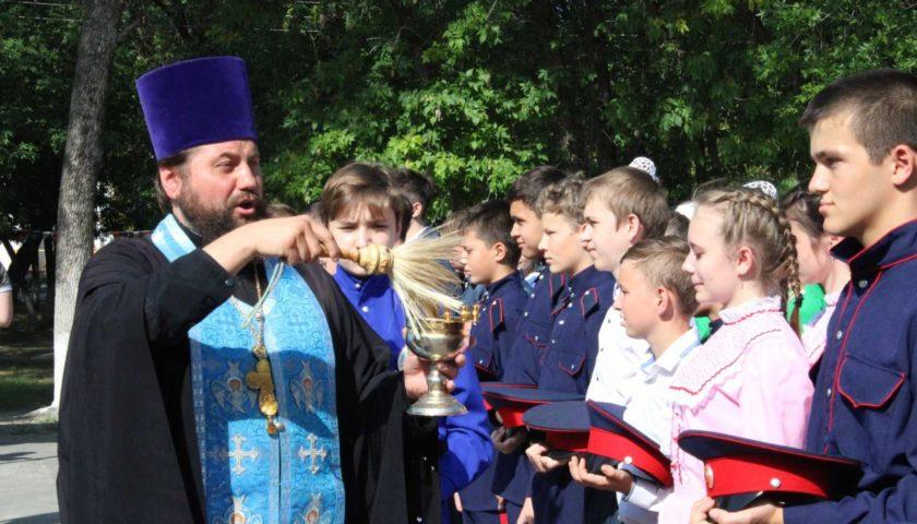 Юные кадеты постигают основы военной подготовки на областном слете в Семикаракорском районе