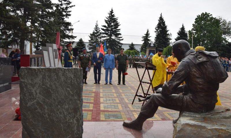 В Шахтах открылся памятник воинам-интернационалистам