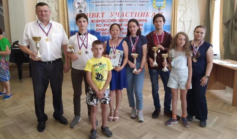 Шахтинские шашисты вернулись с областных соревнований победителями