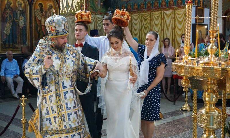 Таинство венчания совершил Епископ Шахтинский и Миллеровский Симон