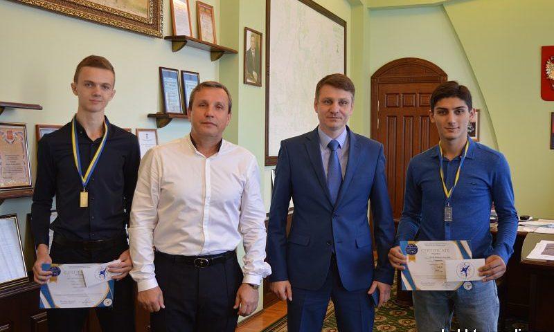 Глава администрации города Шахты поздравил с победой на первенстве Европы по тхэквондо Дмитрия Шишко и Давида Назаряна