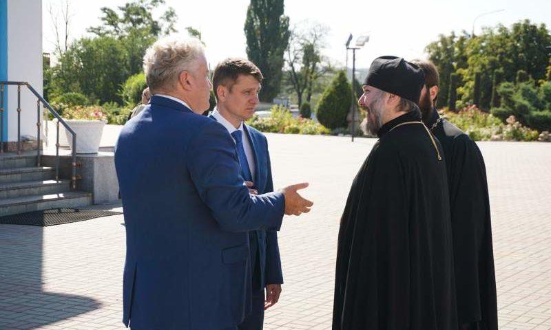 Епископ Симон встретился с депутатом Госдумы Максимом  Щаблыкиным и главой администрации г. Шахты Андреем  Ковалевым