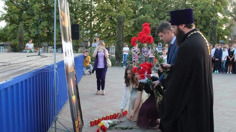 На Соборной площади города Шахты почтили память жертв теракта в Беслане