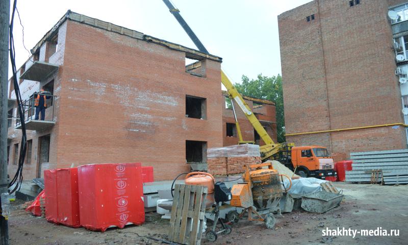 В жилом доме на ул. Хомякова, 12 в Шахтах возведен еще один этаж