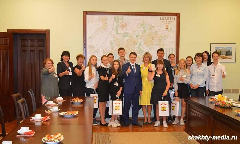 Глава администрации города Шахты встретился с гимназистами из Германии