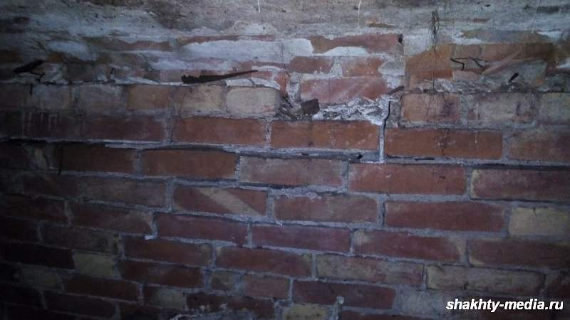 В Александровском парке в Шахтах при реконструкции в земле обнаружена кирпичная кладка