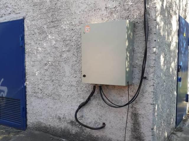 В Шахтах продолжается установка шкафов уличного освещения