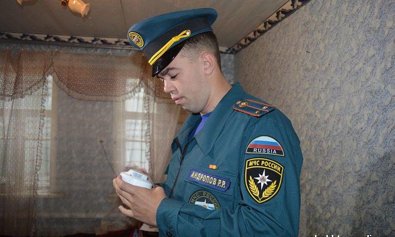 В Шахтах во время рейда проверили работу ранее установленных противопожарных извещателей