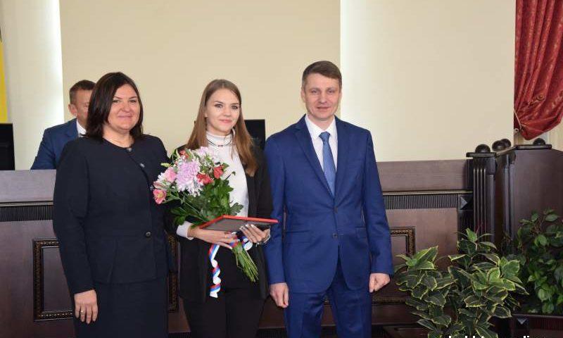 10 лучших  студентов г. Шахты удостоены  именных стипендий