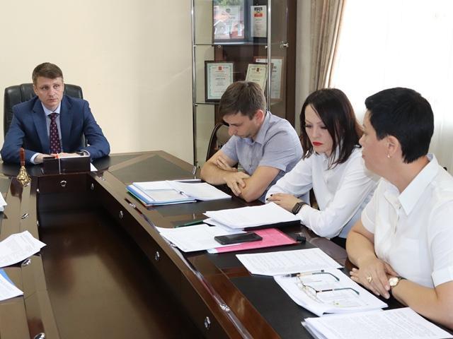 Глава администрации г. Шахты Андрей Ковалев провел рабочее совещание по вопросам организации работы МАУ «Многофункциональный центр г. Шахты»