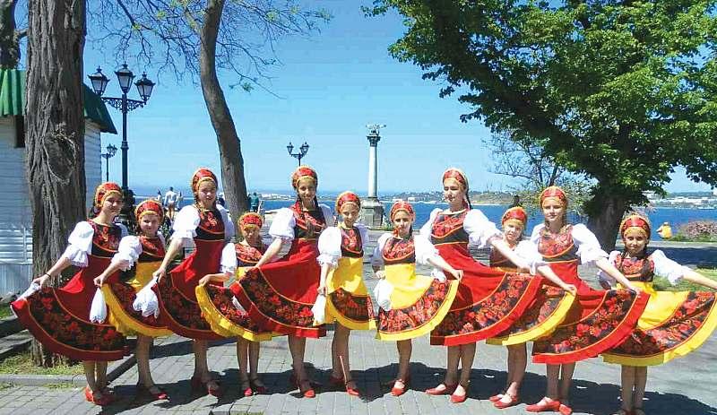 Надежда Бабкина и другие звезды приобретают изготовленные в Шахтах кокошники, народные и маскарадные костюмы