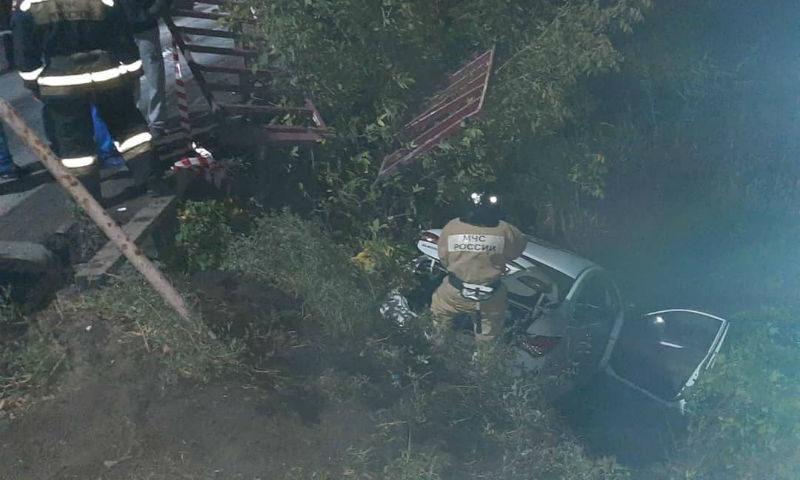 Иномарка вылетела с моста на автодороге Шахты — Каменоломни