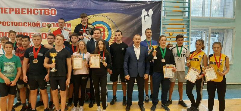 В Шахтинском политехническом колледже прошло первенство Ростовской области по гиревому спорту