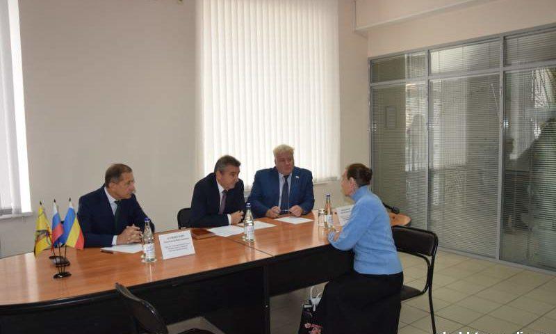 Депутаты Государственной  Думы провели совместный прием граждан в г.Шахты