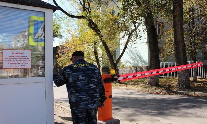 На территорию БСМП им. Ленина в Шахтах  ограничивается въезд
