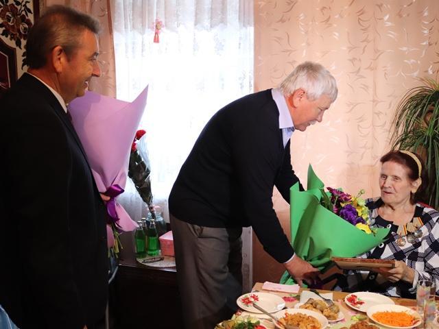 Шахтинку Раису Терехину поздравили с юбилеем