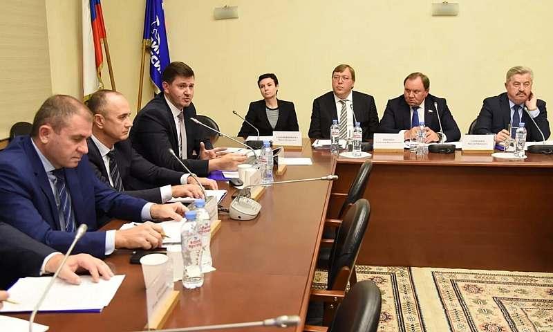 Накануне принятия федерального бюджета в Госдуме впервые опробован новый формат рассмотрения перспектив развития Ростовской области