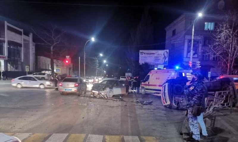 Ужасная авария в центре г.Шахты: есть пострадавшие (ВИДЕО)