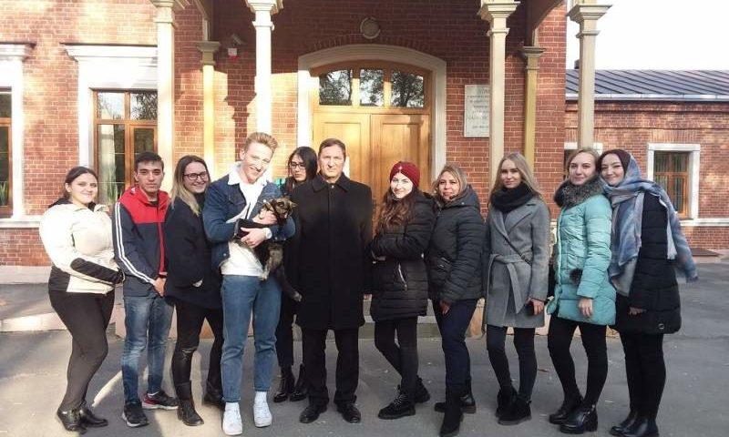 Епархиальный древлехранитель Илья Шарков организовал для студентов экскурсионно-паломническую поездку