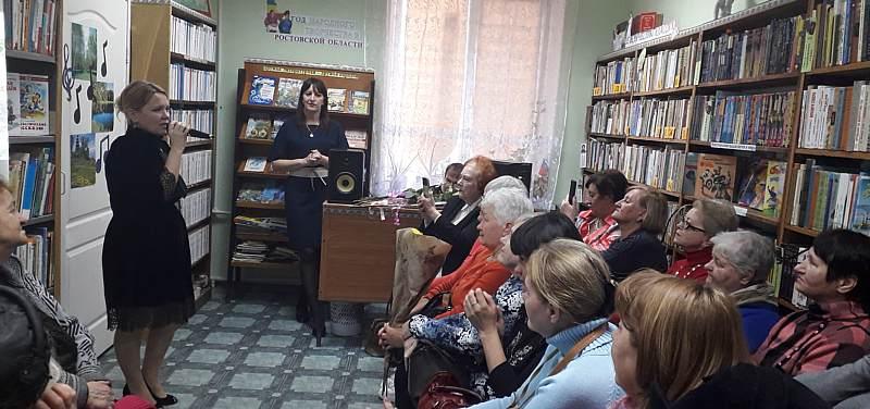 В библиотеке им.М.Горького прошел творческий вечер шахтинской певицы Ольги Изотовой «Ретро моей души…»
