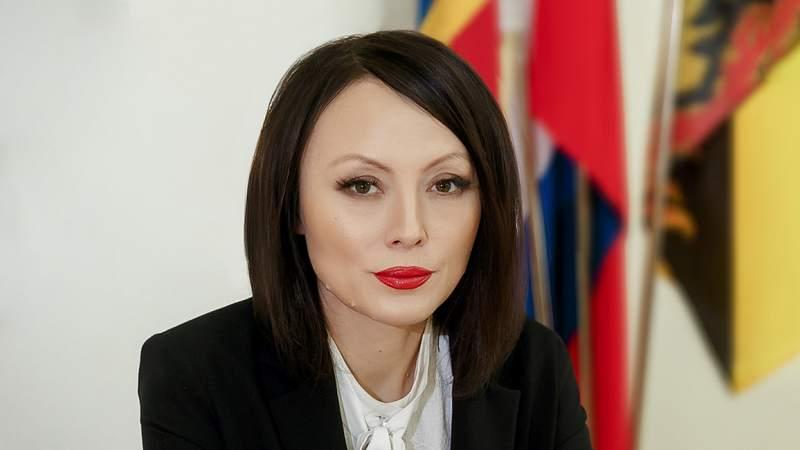 Заместитель главы администрации Ольга Тхак дала разъяснения по случаям пневмонии в школе на ХБК [ВИДЕО]